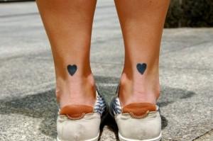 Tattoo am Fuß Herzen